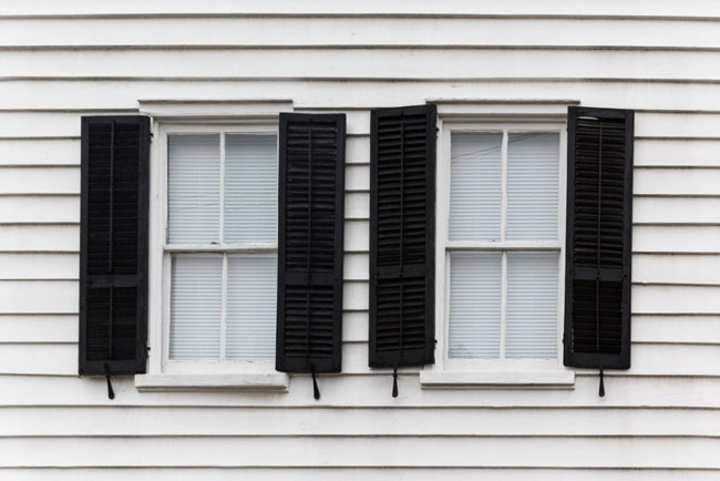 How to Spruce Up the Windows of Your Home Business