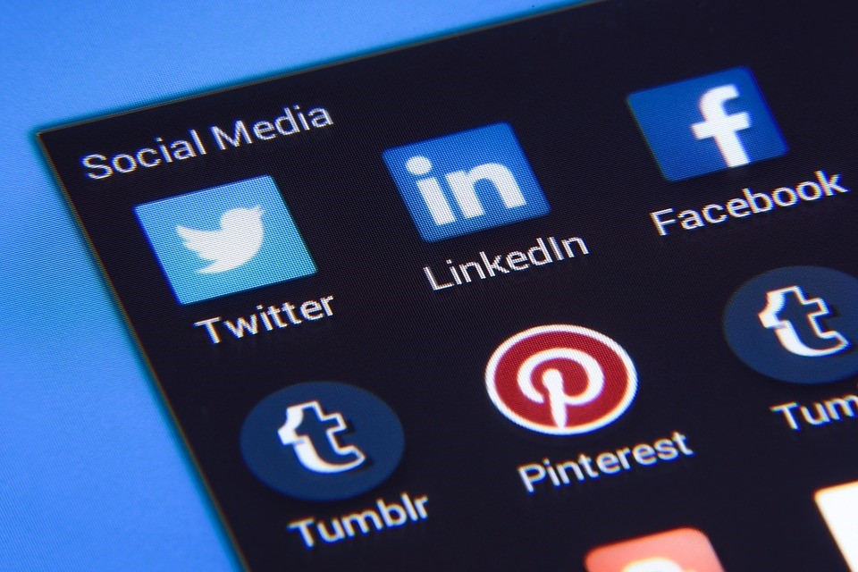 How to Overcome the 4 Most Common Social Media Challenges Faced by Small Businesses Today
