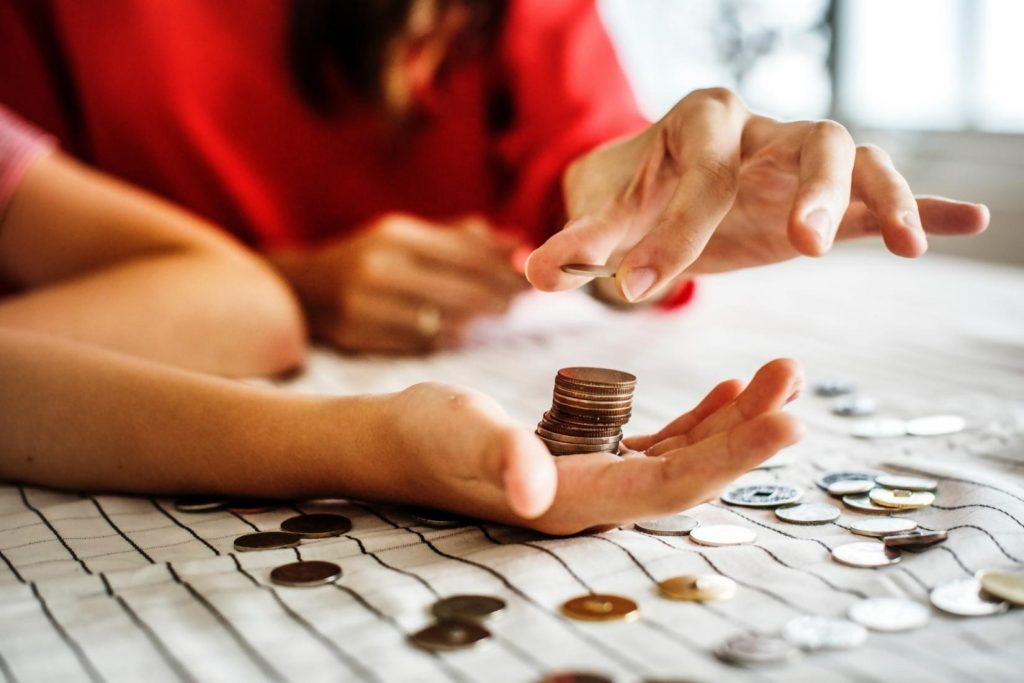 7 Ways to Save Money on Family Expenses